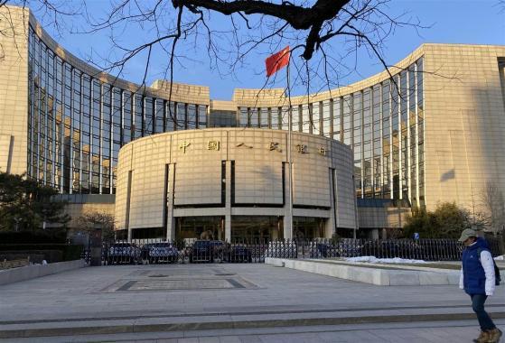 中国、事実上の政策金利を12カ月連続で据え置き 経済好調で