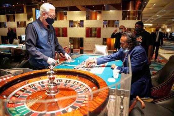 ラスベガスのカジノ再開 感染防止策で検温や消毒